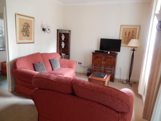 Barnsdale Country Club: Stable Block Apartment - Sitting room