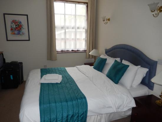 Barnsdale Country Club: Stable Block Apartment -  smelly Bedroom