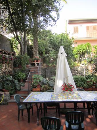 Villa Rosa  Etna Bed & Breakfast: B&B Garden photo 1