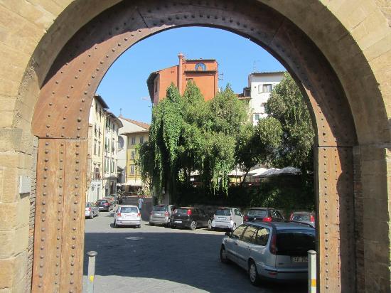 Stadttor san niccolo picture of folon e il giardino delle rose florence tripadvisor - Il giardino delle rose ...