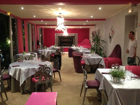 Saint-Saud-Lacoussiere, Francia: la salle de restaurant