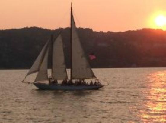 Captain Bill's Seneca Lake : Sightseeing from boat at sunset