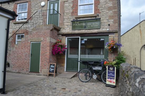 Bonsall, UK: Local shop