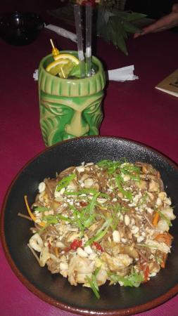 гречневая лапша с морепродуктами и арахисом