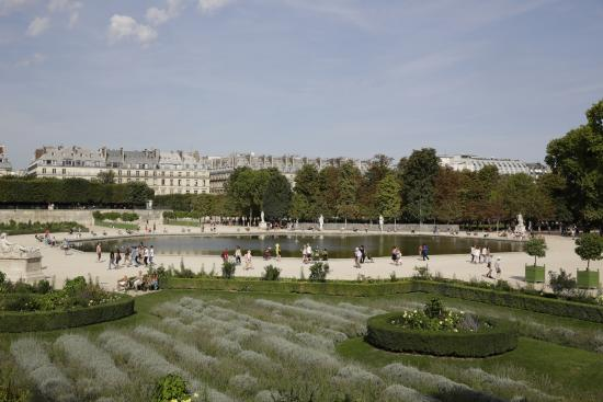 Paris jardin des tuileries parterre de broderie grand for Plus grand jardin de paris