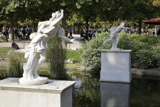 Paris jardin des tuileries statue mercure d 39 antoine for Jardin tuileries