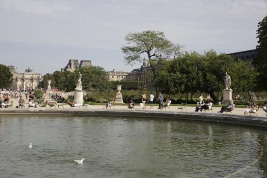 Paris jardin des tuileries grand bassin rond st la for Plus grand jardin de paris