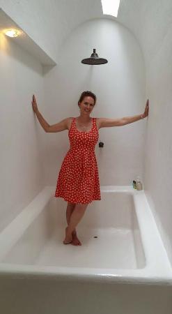 Alfiz Hotel: Biggest Bathtub Ever!