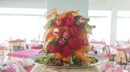 Decorazioni Buffet Ferragosto : Decorazione al buffet di ferragosto picture of hotel caesar