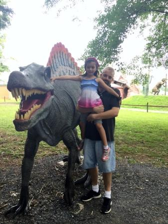 White Post, Вирджиния: Child and Dad at Dinosaur Land