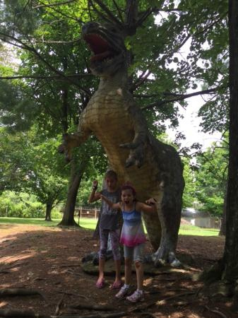 White Post, Вирджиния: Grandaughter and Friend at Dinosaur Land