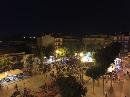 Hotel Mont-Palau: Вид с балкона ночью