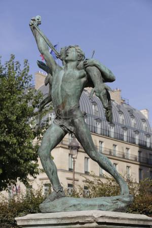 Paris jardin des tuileries statue de femme d 39 aristide maillol picture of jardin des - Statues jardin des tuileries ...