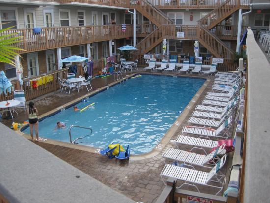 Seaside Best Rentals: pool
