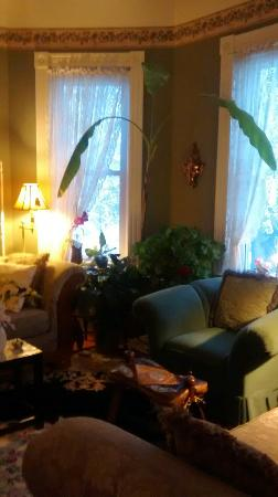 Iron Horse Inn: Parlor for Guests