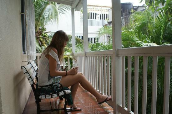 Сняла подругу на балконе — 10