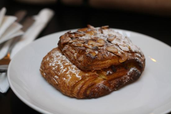 JARRYDS Sea Point: Almond Croissant