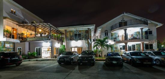 Midindi Hotel: Car Park