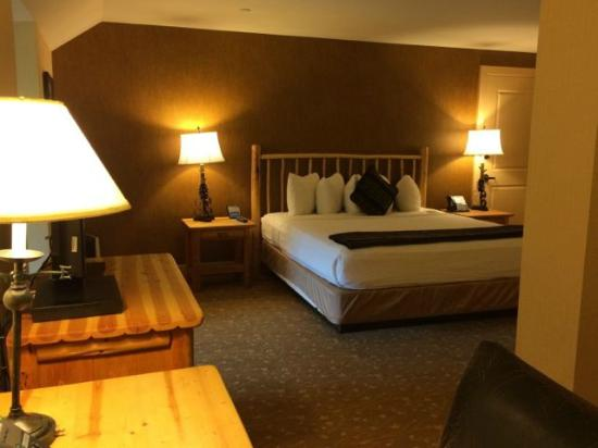 Charmant Bear Mountain Inn: King Sized Bedroom