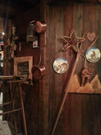 La Deco Typique Savoyarde Photo De O Savoyard Annecy