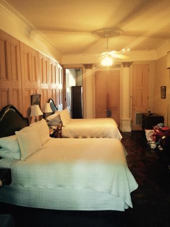 هوتل بروفينسيال: Hotel Provincial bedroom