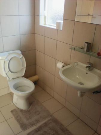 Emitem Guest House: Springbok room on suite