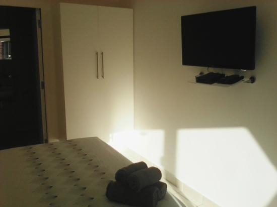 Emitem Guest House: Springbok room full dstv