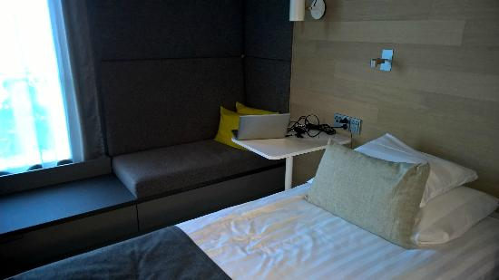 Original Sokos Hotel Lakeus : Laptop corner with top design!