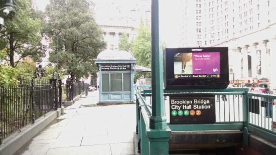 Brooklyn Bridge–City Hall/Chambers Street station