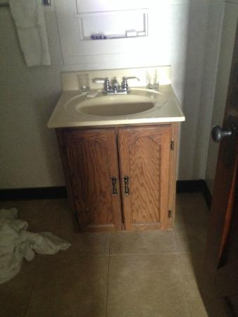 Prince Of Wales Hotel Bathroom Vanity Looks Like It Is 2nd Hand From A Garage