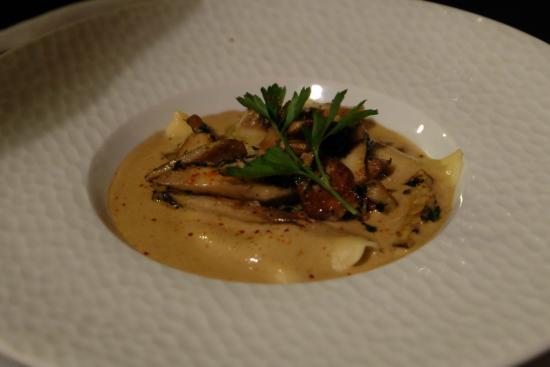 Le Sarment : ravioles de foie gras aux cepes