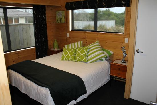 Buller Bridge Motel: Deluxe 3 Bedroom Apartment 2nd Bedroom King Bed