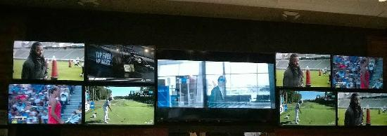Baumhower's of Tuscaloosa: Catch all your sports on the multiple screens.