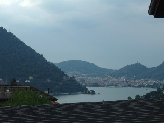 Albergo Della Torre : 部屋から見えるコモ湖