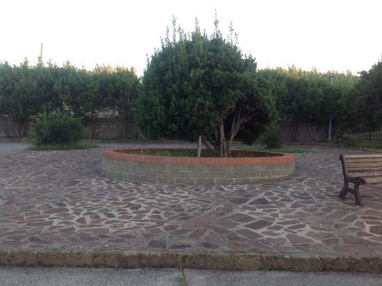 Ventotene, Italy: Piazza di accesso alla cisterna dei detenuti