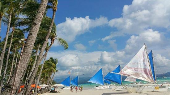 Boracay Royal Park Hotel: To start the day with this beautiful white beach