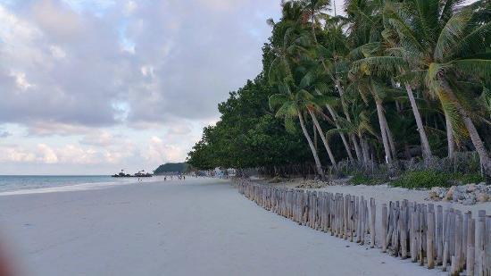 Boracay Royal Park Hotel: A stretch of white powdery sand in Boracay