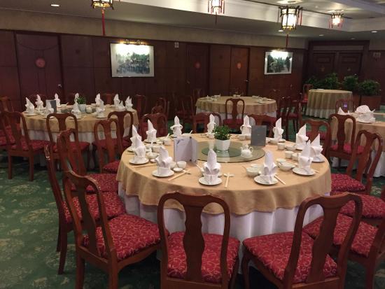 Oriental Pearl Restaurant: Dining area