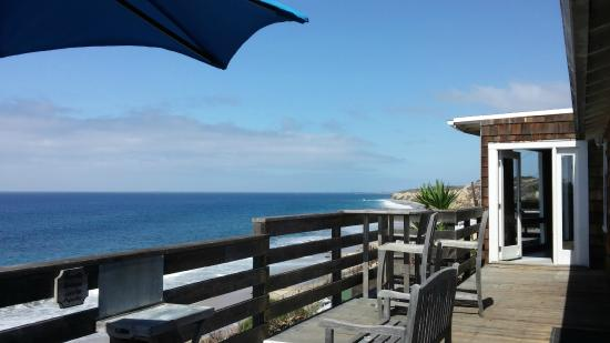 Crystal Cove Beach Cottages: View from large deck