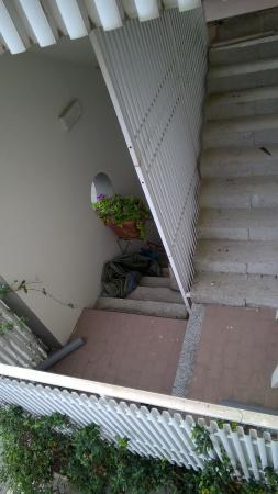 Hotel Airone: Buna scala esterna di fianco alla nostra camera che credo e spero sia stat fuori servizio