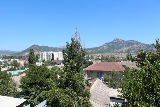 Mini-hotel Solnechnyi Zamok: Вид с открытой веранды на крыше