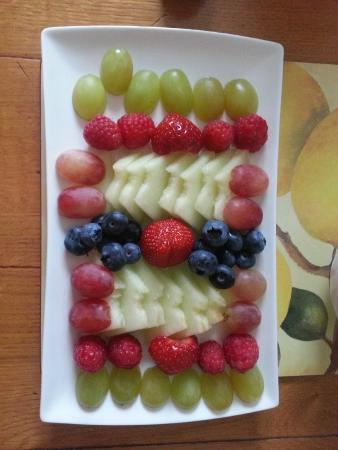 Number One Springfield: Fruit tray