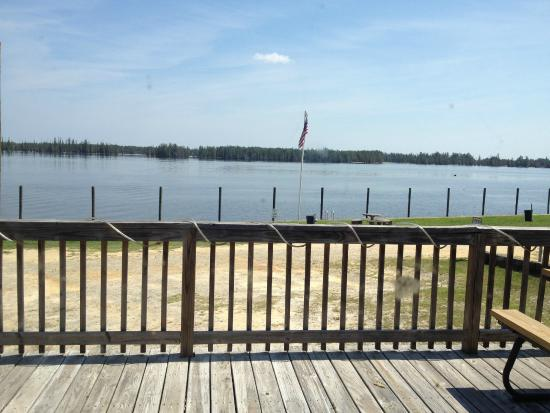 Stumphole Landing: Nice view of the waterway from dinning room area.