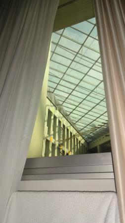 Hotel Kubrat Berlin Mitte: janela para o shopping