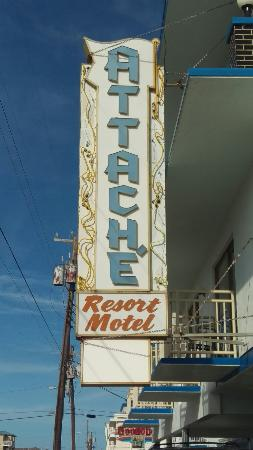 Attache Resort Motel: Great hotel with a perfect location