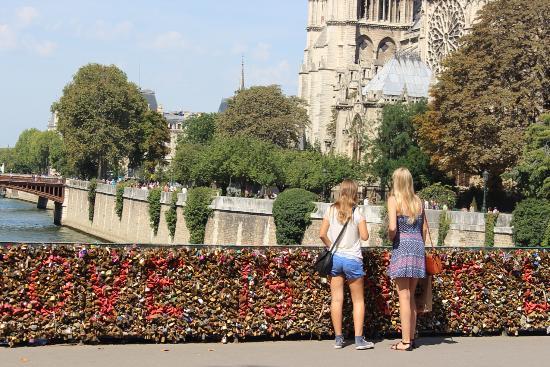 ปารีส, ฝรั่งเศส: Love