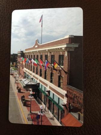Perry, IA: Historic Hotel Pattee