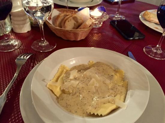 J J Restaurant: Ravioli with truffle sauce