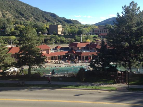 Glenwood Hot Springs Resort: Hot springs view from balcony