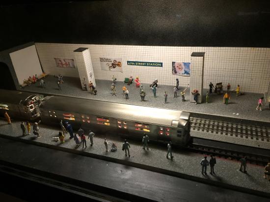 Roads and Rails Museum: Subway scene under train layout